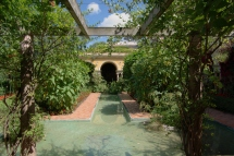 Villa_Ephrussi_de_Rothschild_BW_2011-06-10_10-52-12[1]