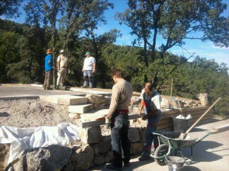 Réalisation d'un muret en pierres sèches
